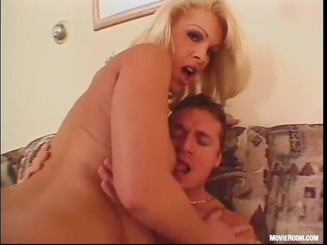 Dolly Golden Anal 27